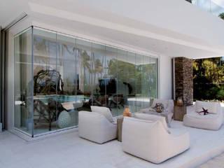 Cerramiento acristalado sin perfiles verticales Seeglass One en terraza Puertas y ventanas modernas de AYUSO EURO SYSTEMS, S.A. DE C.V. Moderno