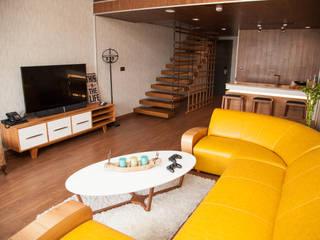 50GR Mimarlık – Teraslı çatı katı oda tasarımı:  tarz Oturma Odası