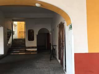 Tienda Casa Bonilla:  de estilo colonial por Cahtal Arquitectos, Colonial