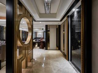 新古典風格‧圓滿臻金的尊爵大宅-台北-左公舘 經典風格的走廊,走廊和樓梯 根據 青瓷設計工程有限公司 古典風