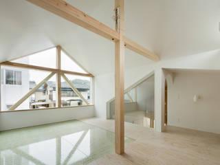 ドーマー窓の家: 富永大毅建築都市計画事務所が手掛けた和室です。