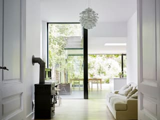 Livings de estilo minimalista de White Door Architects Minimalista