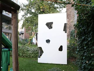 2-Storey playhouse in Berlin de SmartPlayhouse Moderno
