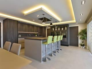 Mr and Mrs Rose's Kitchen Modern kitchen by Diane Berry Kitchens Modern