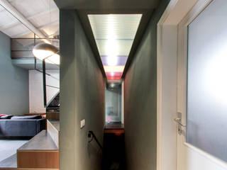 Casa Allegri: Ingresso & Corridoio in stile  di ikare