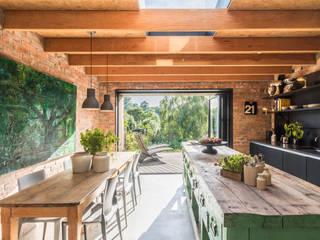 Miner's Cottage II Cocinas de estilo rústico de design storey Rústico