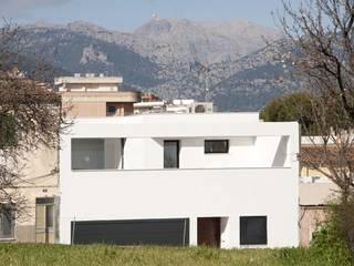 CASA PATIO: Casas de estilo  de MARÈS ARQUITECTURA