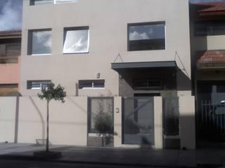 Oficinas y Depósitos Oficinas y comercios de estilo minimalista de ARQ. LARRIVIERE Minimalista