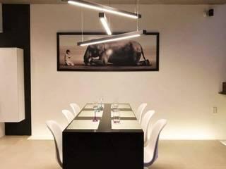 Modern dining room by HAUZ-ARQ Modern