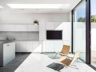 Cocinas de estilo  de AU Architects, Moderno