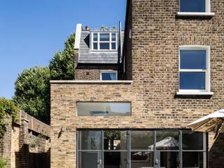 Casas de estilo  de AU Architects, Moderno