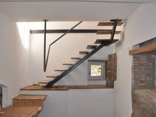 Moderner Flur, Diele & Treppenhaus von Matteo Uccellini +mu architecture Modern