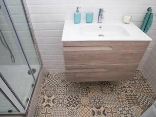 Casas de banho  por Grupo Inventia, Moderno Azulejo