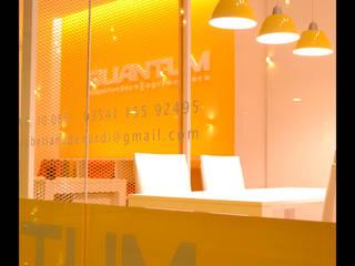 DISEÑO DE ESTUDIO: Oficinas y Tiendas de estilo  por Betiana Denardi | Arquitecta