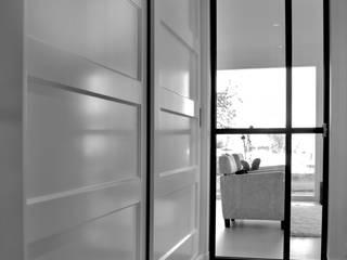 Joep Schut, interieurmaker Modern corridor, hallway & stairs MDF White