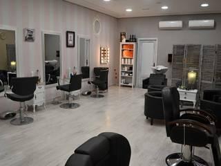 Reforma en peluquería y centro de estética :  de estilo  de LM PROYECTOS