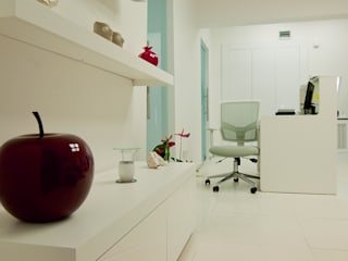 ML MIMARLIK VE DEKORASYON – Ofis İç Mimari:  tarz Klinikler