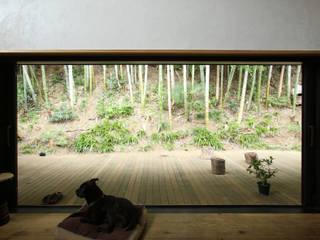 テラスの竹林を臨む: すわ製作所が手掛けたテラス・ベランダです。