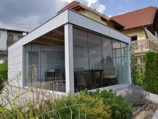 Poolhaus mit Sunflex-Schiebeverglasungen Schmidinger Wintergärten, Fenster & Verglasungen Moderne Pools Glas Grau