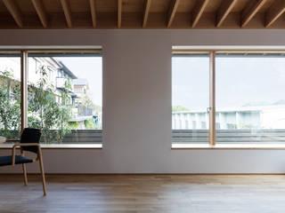 Living room by 柳瀬真澄建築設計工房 Masumi Yanase Architect Office, Modern