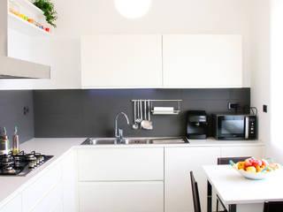 Cucina C: Cucina in stile  di Progetto Kiwi Architettura, Moderno
