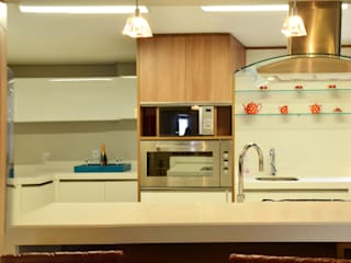 Modern Kitchen by Roma Arquitetura Modern