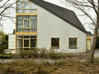 Villa Roden:  Huizen door Architectenburo Holtrop, Modern