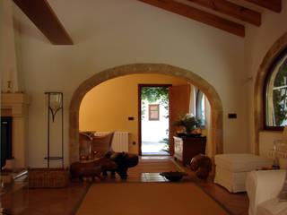 Mediterranean style corridor, hallway and stairs by Chiarri arquitectura Mediterranean