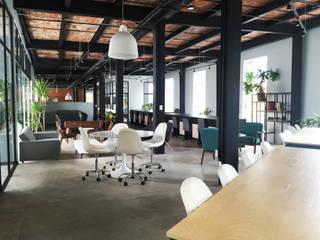 Geschäftsräume & Stores von Alinka Interiorismo, Industrial