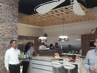 G&H KITCHEN SHOWROOM :  de estilo  por Arq. Gustavo Teran