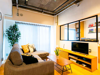 Living room by 株式会社トキメキデザイン・アトリエ,