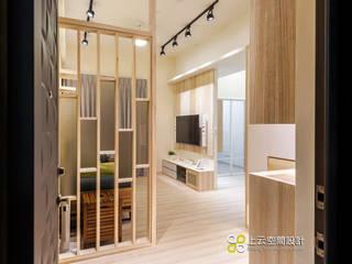 Scandinavian style corridor, hallway& stairs by 上云空間設計 Scandinavian
