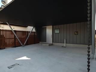 Nowoczesny garaż od 加門建築設計室 Nowoczesny