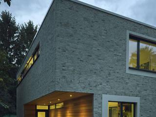 Einfamilienhaus mit Atrium:  Häuser von ARCHITEKT MECKLENBURG