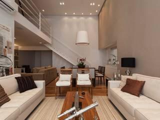 Camila Giongo Arquitetas Associadas - Decoração de Interiores ME Modern living room Stone Beige