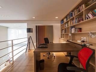 Camila Giongo Arquitetas Associadas - Decoração de Interiores ME Estudios y despachos de estilo moderno Madera Beige