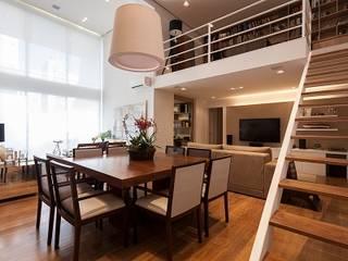 Camila Giongo Arquitetas Associadas - Decoração de Interiores ME Modern dining room Metal Beige