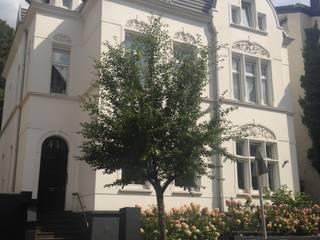 Sanierung einer Gründerzeitvilla für eine 6-köpfige Familie Klassische Häuser von AID-Studio Klassisch