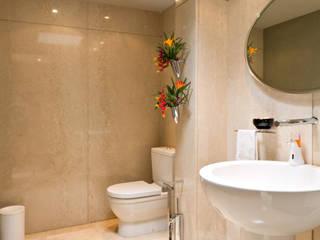 Baños de estilo moderno de Objetos DAC Moderno Mármol