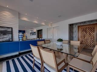 APARTAMENTO PRAIANO: Salas de jantar modernas por Marcia Debski Ferreira Designer de Interiores