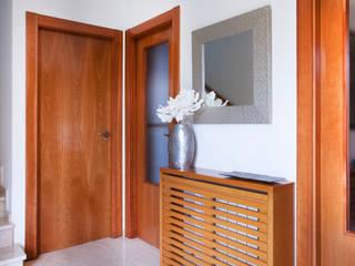 Casa unifamiliar en el Grao de Castellon Pasillos, vestíbulos y escaleras de estilo moderno de Gemmalo arquitectura interior Moderno