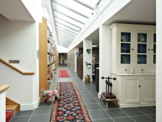 Fronhaul Baart Harries Newall Modern corridor, hallway & stairs