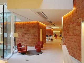 Mediterranean corridor, hallway & stairs by Baena Casamor Arquitectes BCQ, slp Mediterranean