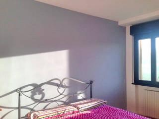 ...di sole e d'azzurro... Camera da letto moderna di Architetto Roberta Rinaldi Moderno