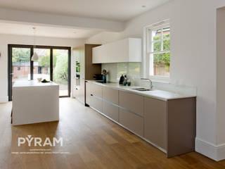 Cozinhas  por Pyram