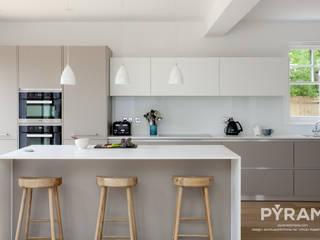 Cocinas de estilo  por Pyram