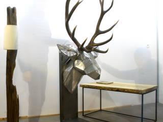 Sculpture d'interieur sur socle, Trophée de cerf, mue naturelle:  de style  par AG¨ / AGtrema