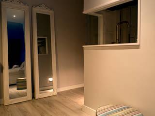 Apartamento en blanco Salones de estilo moderno de RDestudio Moderno