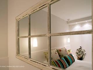 Apartamento en blanco Dormitorios de estilo moderno de RDestudio Moderno