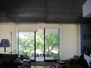 Moradia unifamiliar - construção de baixo custo/custos controlados. Salas de estar modernas por Cidades Invisíveis, arquitectura e design Lda. Moderno